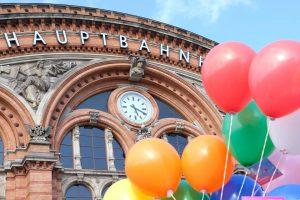 17. Mai - Internationaler Tag gegen Homophobie, Transphobie und Biphobie am Bahnhof des Willkommens